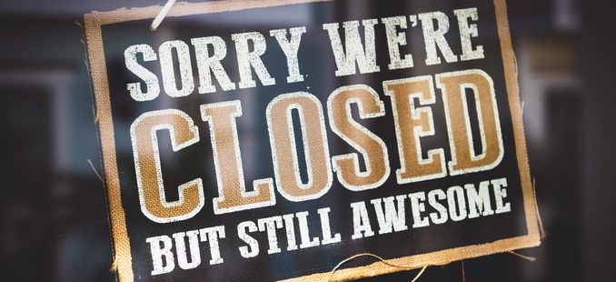 Sorry we are closed -kyltti ovessa